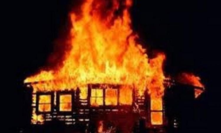В д. Бор сгорел дом с пенсионерами из Купчино