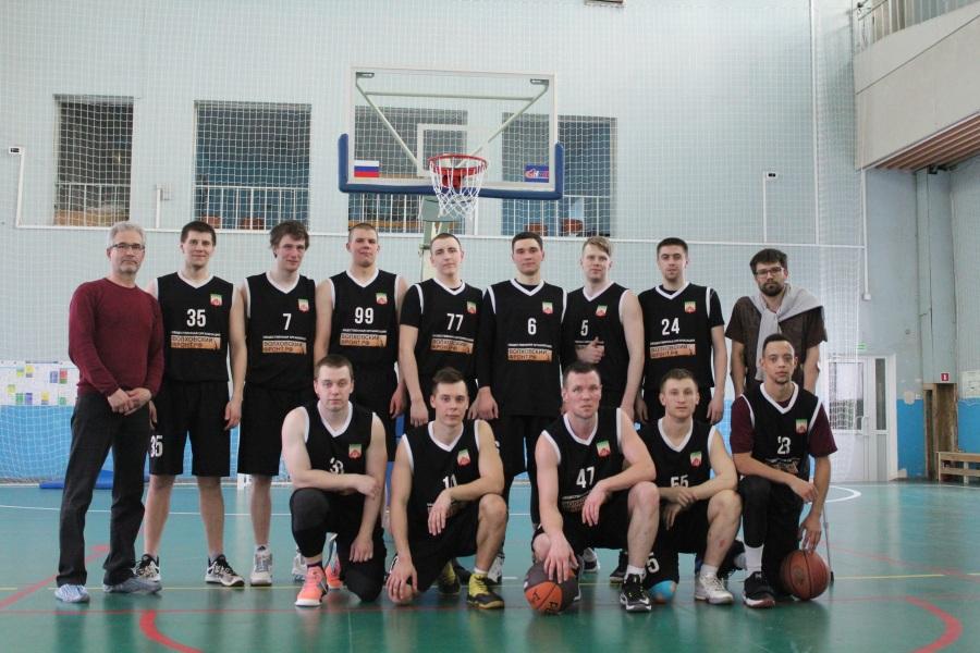 На чемпионате области по баскетболу