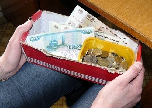 Храните деньги в обувной коробке