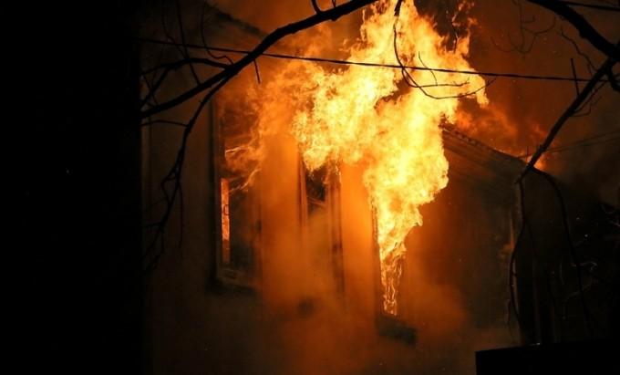 Пожарные полчаса тушили баню в Волхове