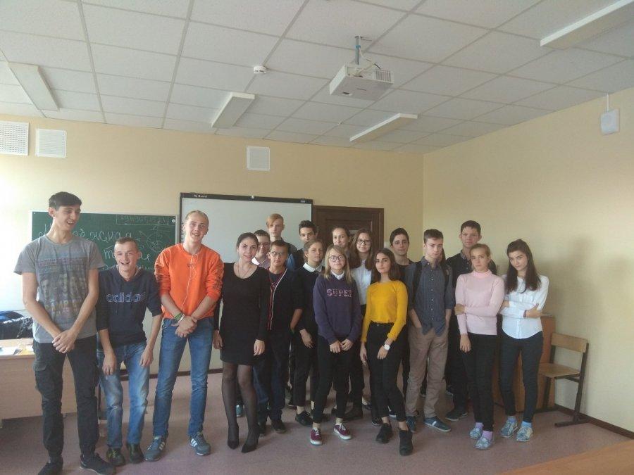"""""""Молодёжный"""" урок в школе Волхова"""