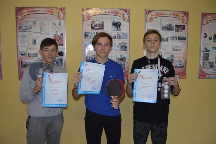 Волховская школа № 6 определила своих лучших теннисистов