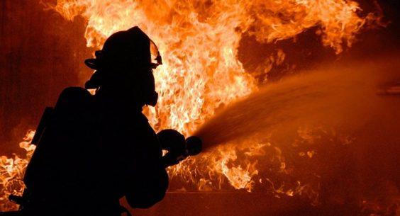 Две пенсионерки погибли на пожаре в поселке Паша