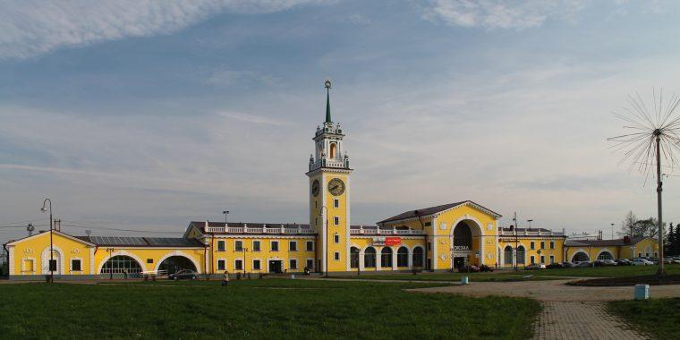 Мероприятие по профилактике ДТП состоялось на железнодорожном переезде станции Волховстрой-1 Октябрьской железной дороги