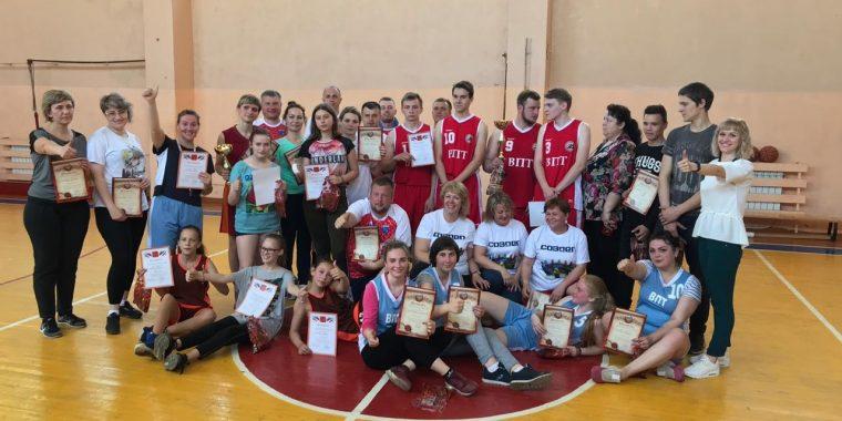 Товарищеская встреча по баскетболу среди чиновников и подростков