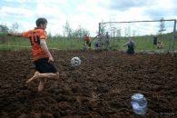 В Тосненском районе прошёл болотный футбол