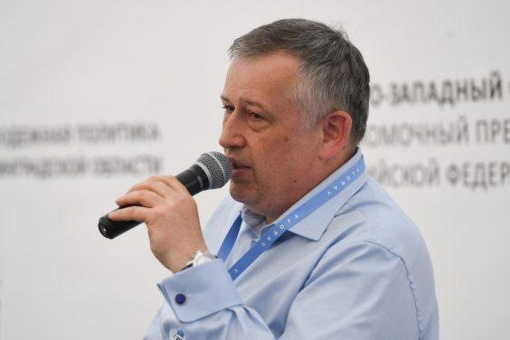 """Губернатор поздравил с праздником молодых ленинградцев и посетил форум """"Ладога"""""""