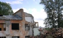 В Волхове продолжается снос гимназии