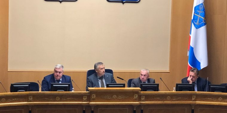Дрозденко потребовал конкретных действий от чиновников в решении проблем ЖКХ
