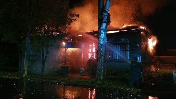 Огонь забрал ещё одно историческое здание в Новой Ладоге