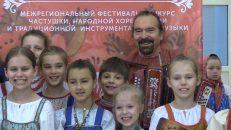 Частушки, народные танцы и песни прогремели над Волховом
