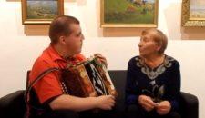 Гармонист Андрей Чешуин включил Новую Ладогу в цикл видеопередач