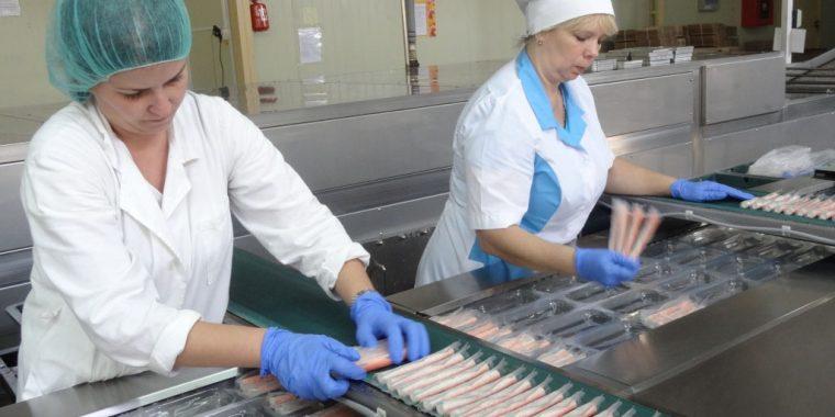 Волховское предприятие, сбросившее мазут в канализацию Волхова, оштрафуют