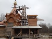 На храм воздвигли купола