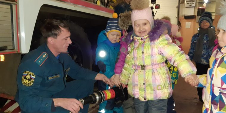 Экскурсия детей в пожарную часть