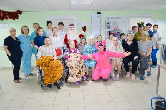 Пациентам хосписа подарили праздничное настроение