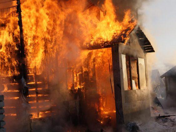 В Бережках горел дачный дом