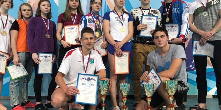 На областном чемпионате по плаванию