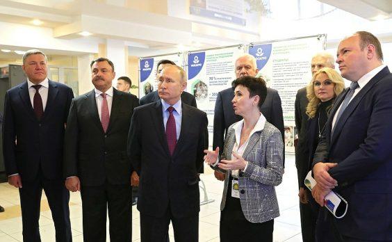 Владимир Путин посетил Череповецкий химико-технологический колледж