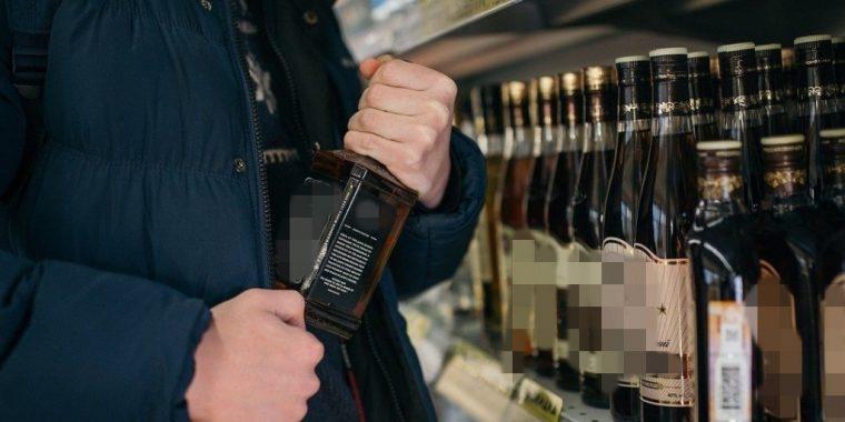 Из магазина в Иссаду вынесли 10 бутылок алкоголя