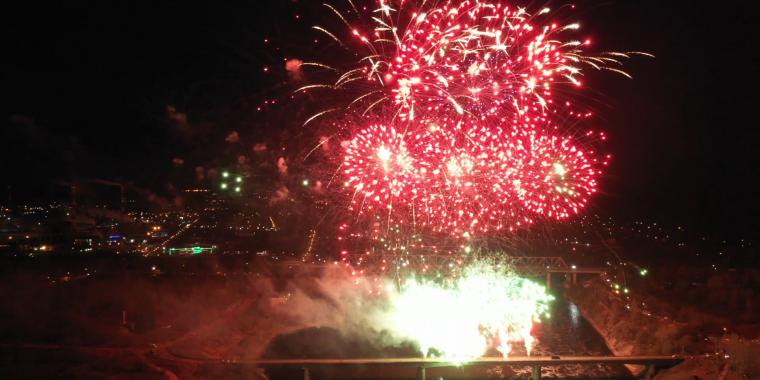 Салют в честь юбилея Великой Победы в Волхове, 2020 год / Видео