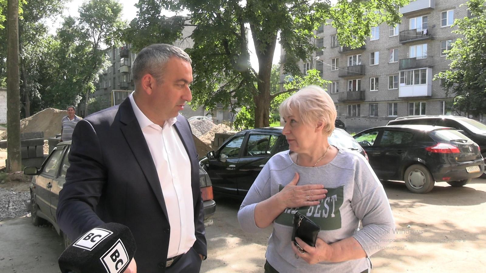Благоустройство дворов в Волхове / Видеосюжет