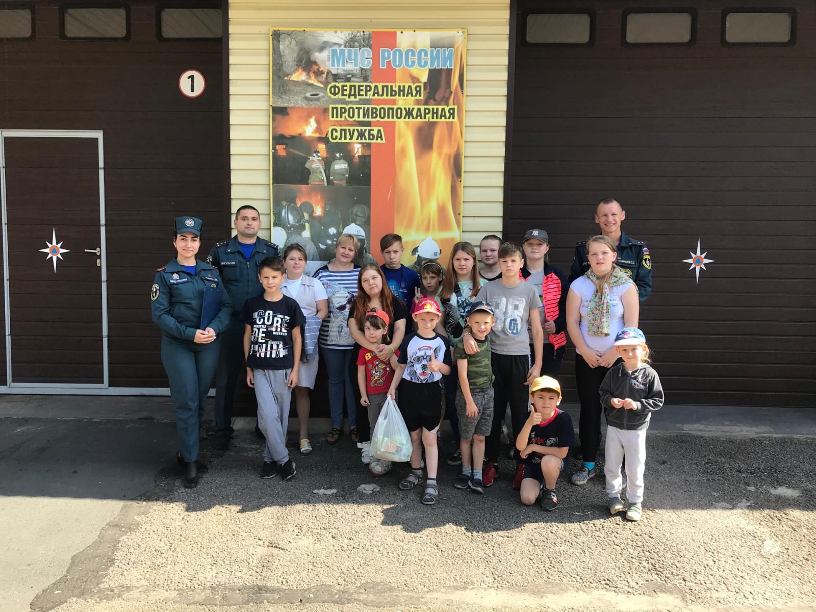 Экскурсия для молодых волховчан по пожарной части