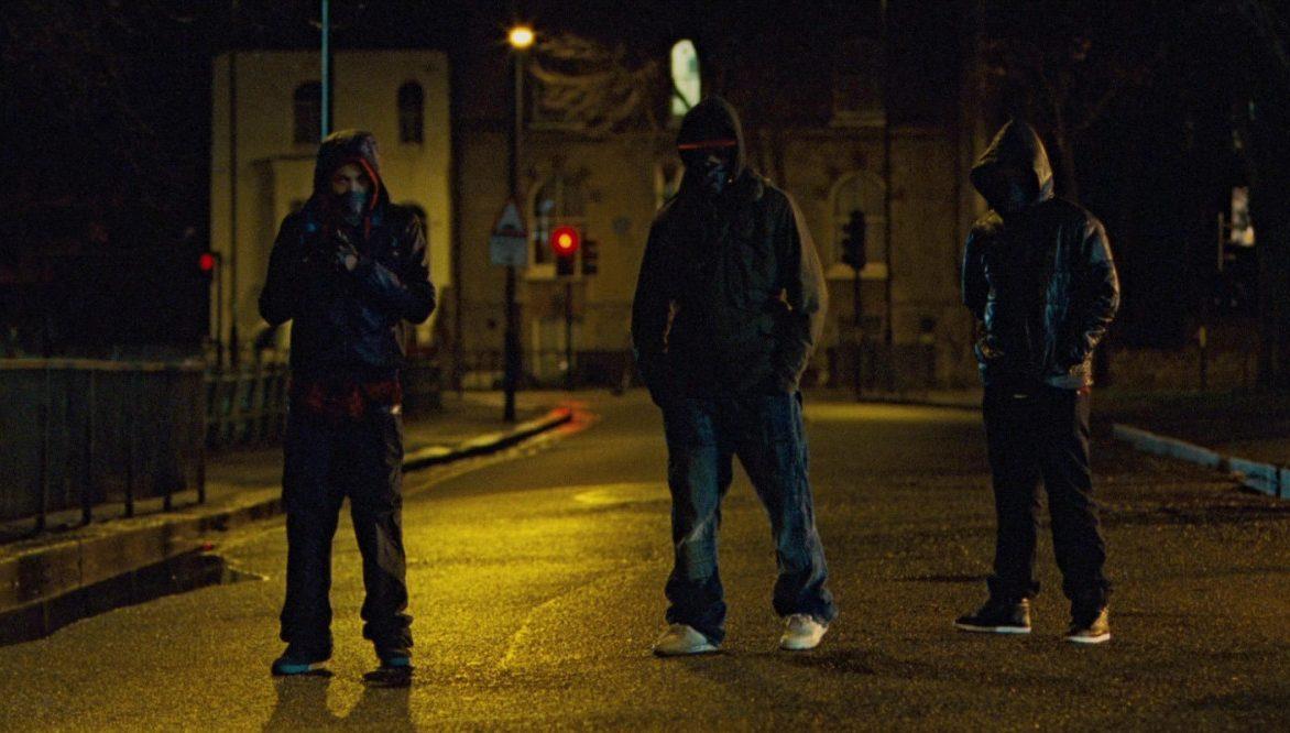 Трое хулиганов напали на мужчину в Волхове