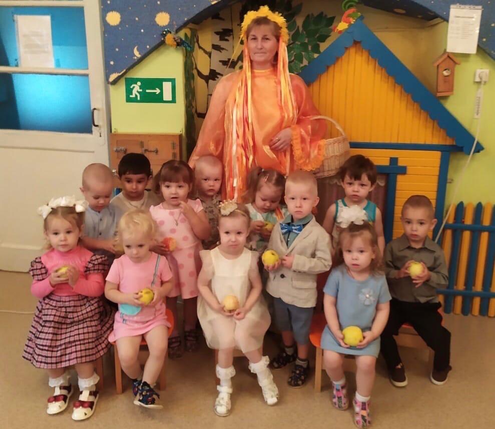 Праздник осени для малышей детского сада № 9