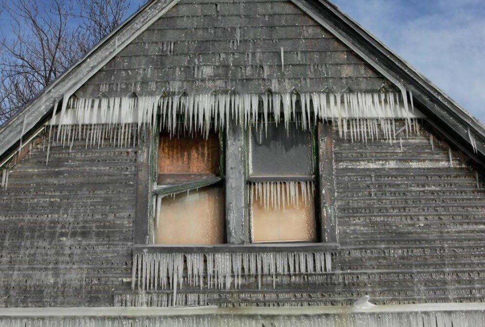 Смерь от холода в деревне Волховского района
