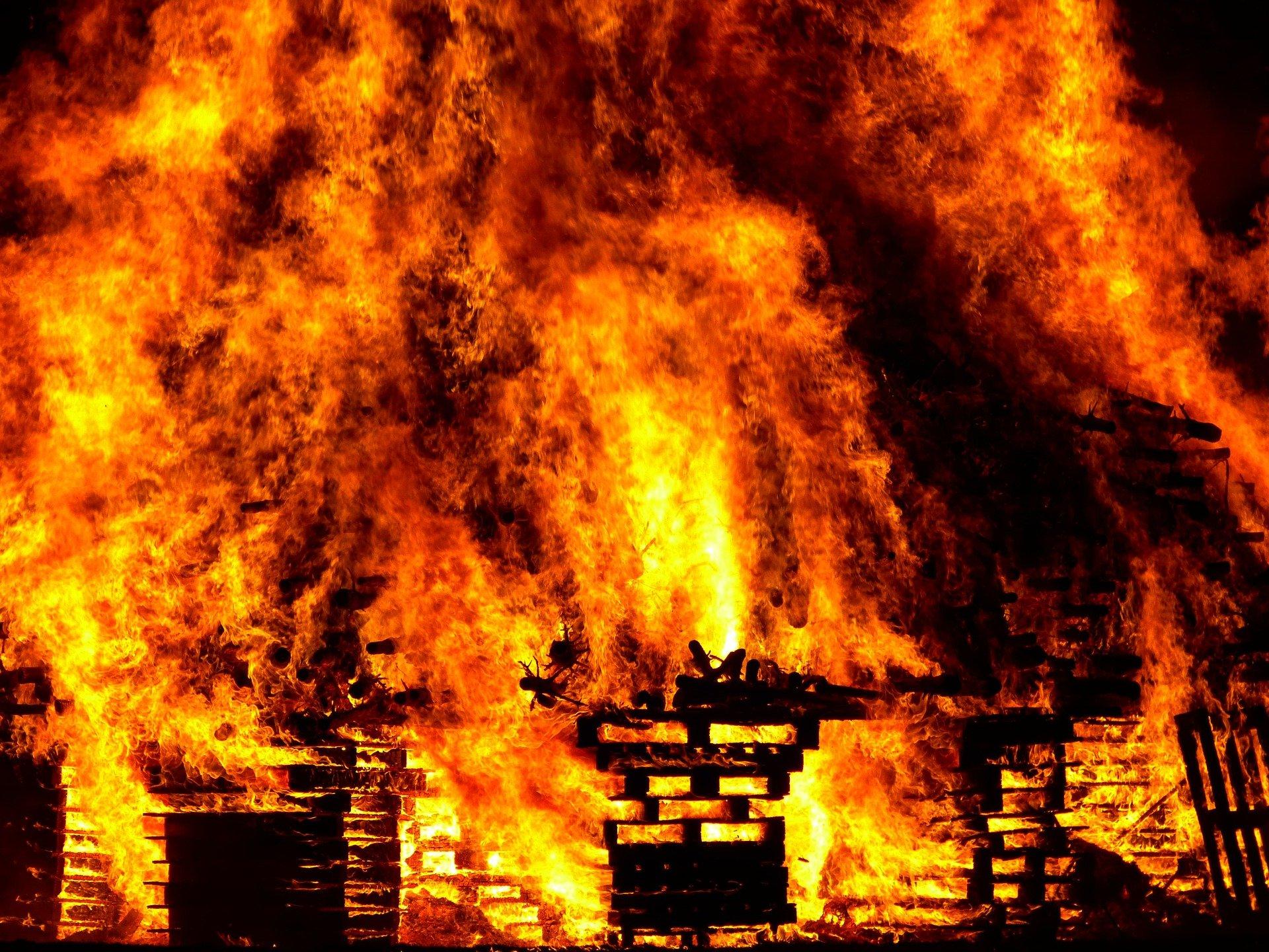 В Пупышево загорелся дачный дом