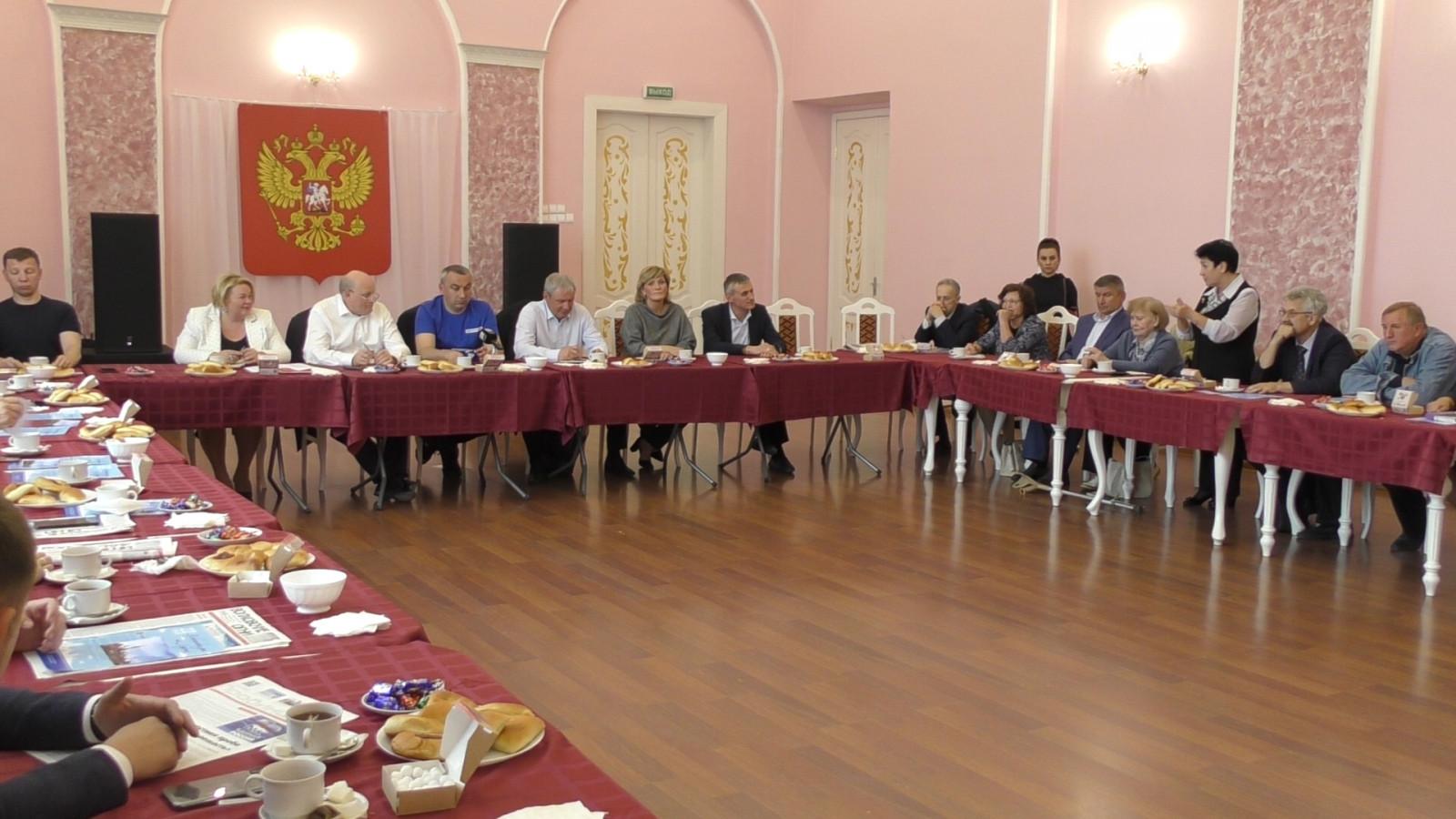 В Волховском ДК «Железнодорожник» обсудили новый формат выборов в Госдуму и в Законодательное собрание Ленинградской области