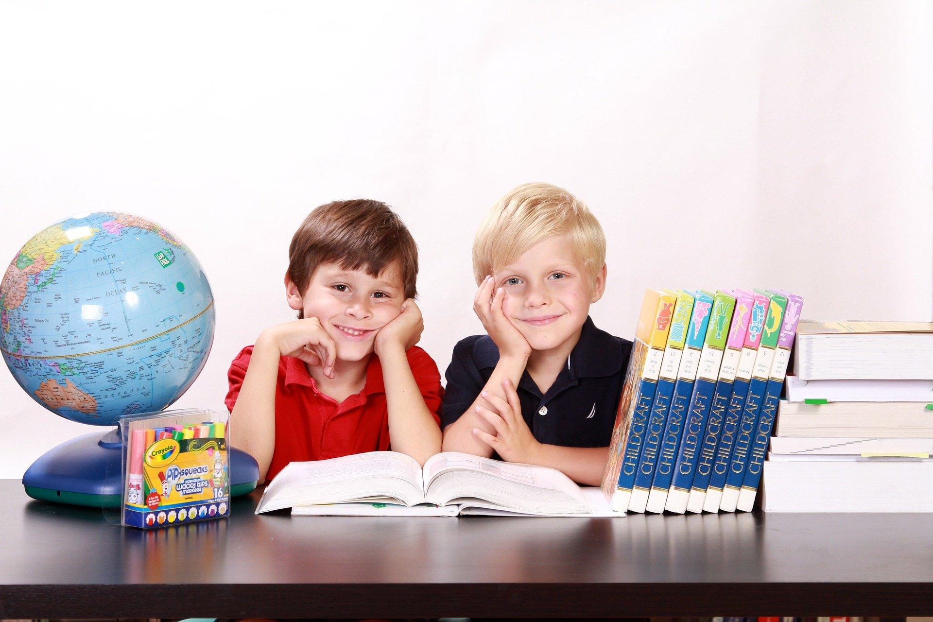 Родители получат школьные выплаты раньше срока
