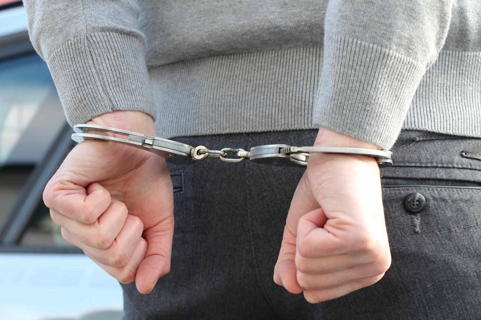 Драгдилера задержали в Волховском районе