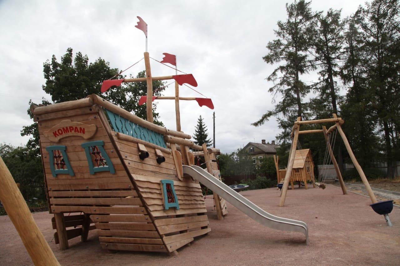 Новая детская площадка в Новой Ладоге