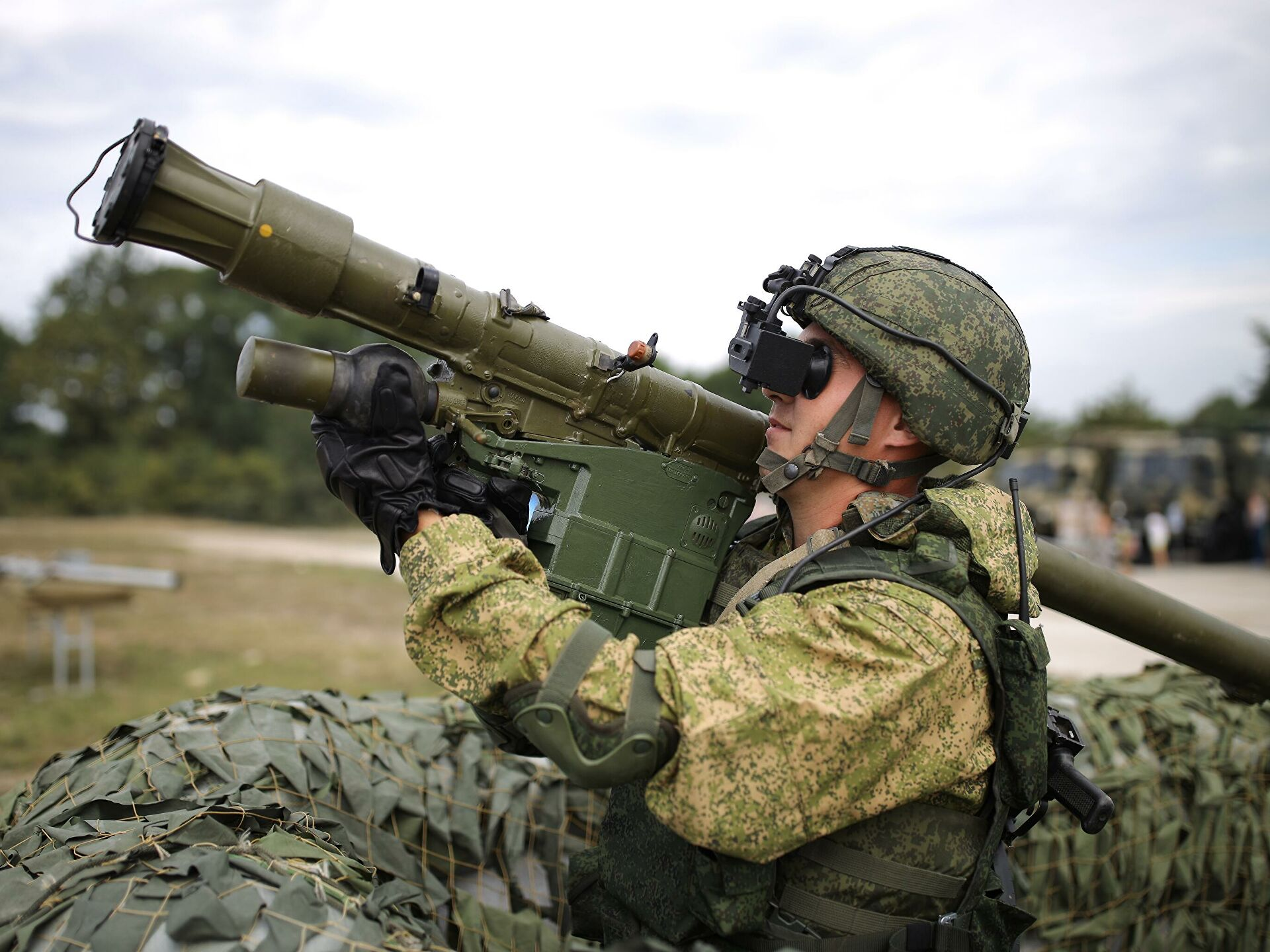 В Ленобласти подразделения ПВО защищали поезд с военной техникой