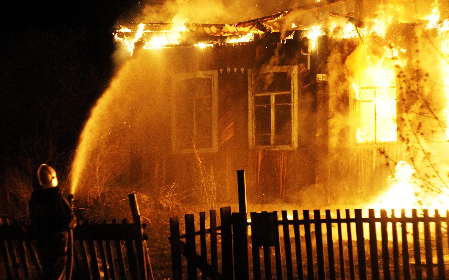 В Волховском районе горел частный дом
