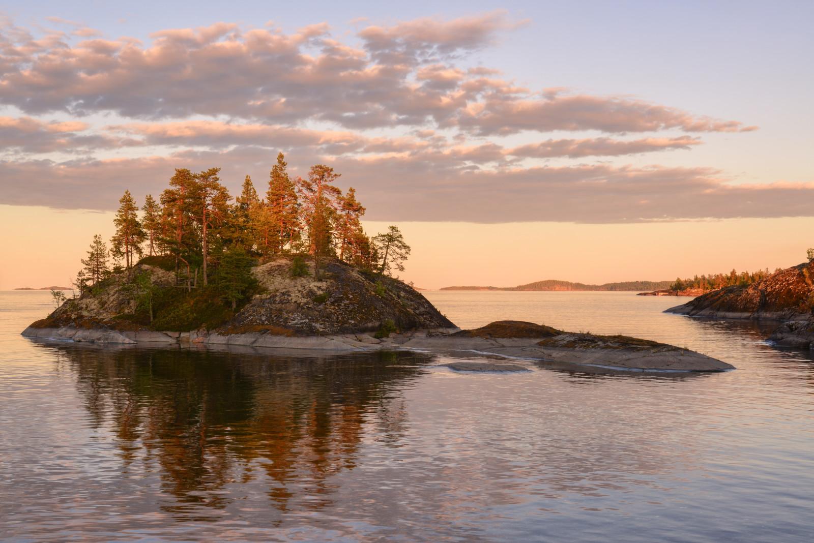 Рыбаки застряли на острове