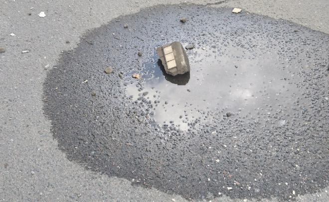 Кусок дома в Волхове чуть не убил местную жительницу