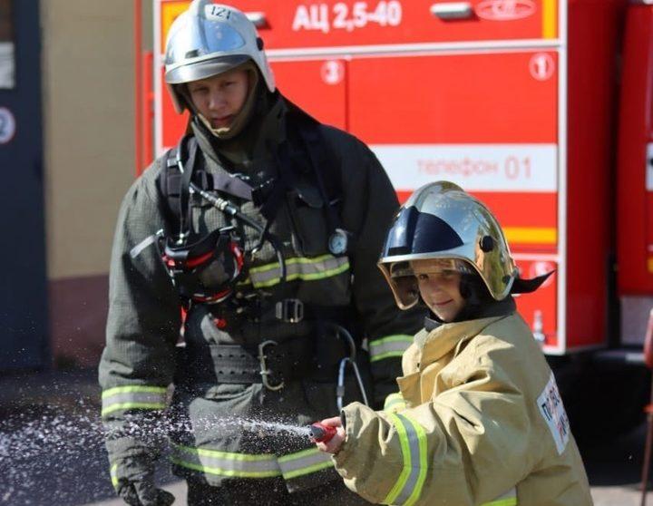 Стали пожарными на один день