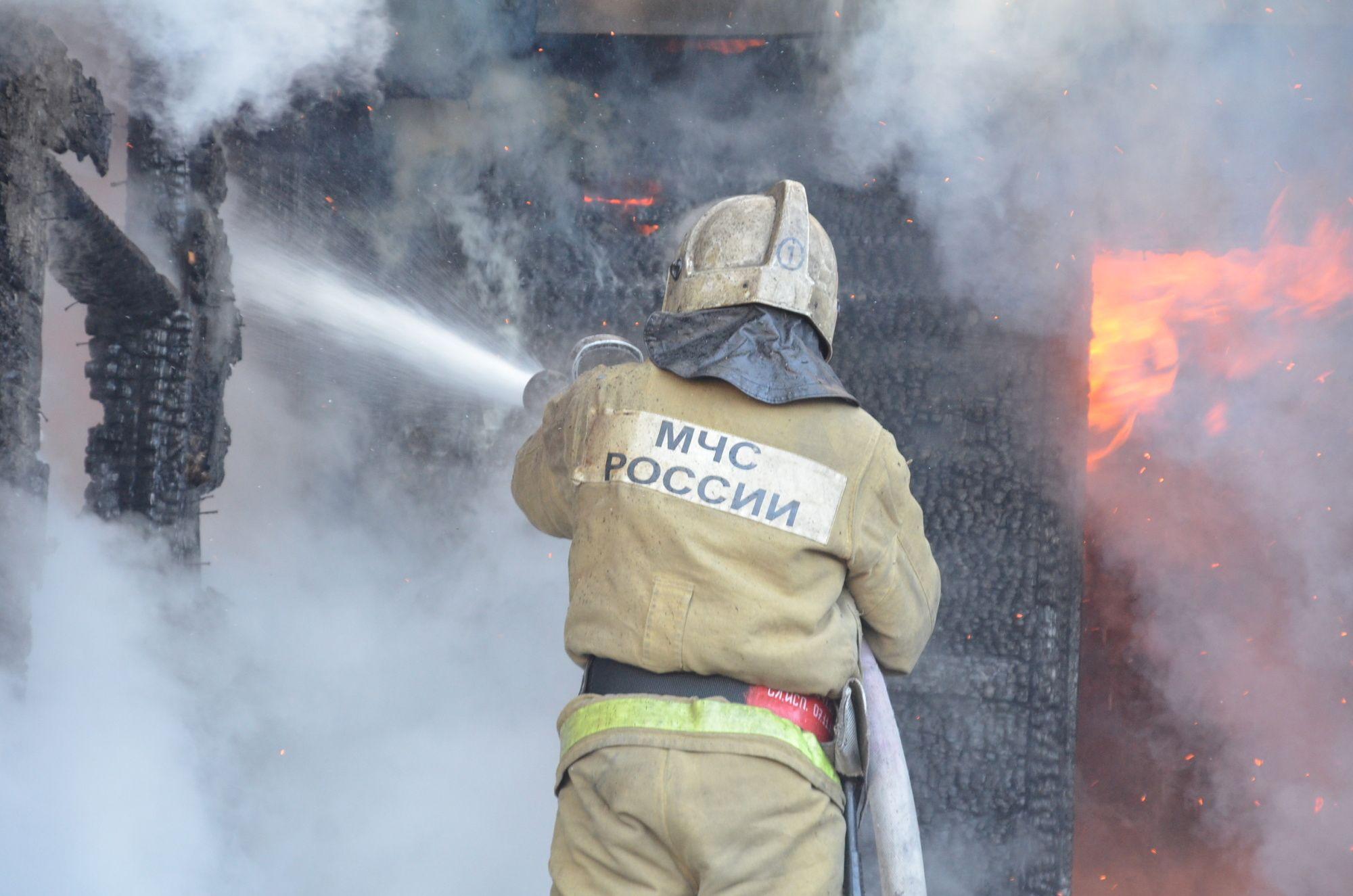 В деревне Волховского района загорелся дом