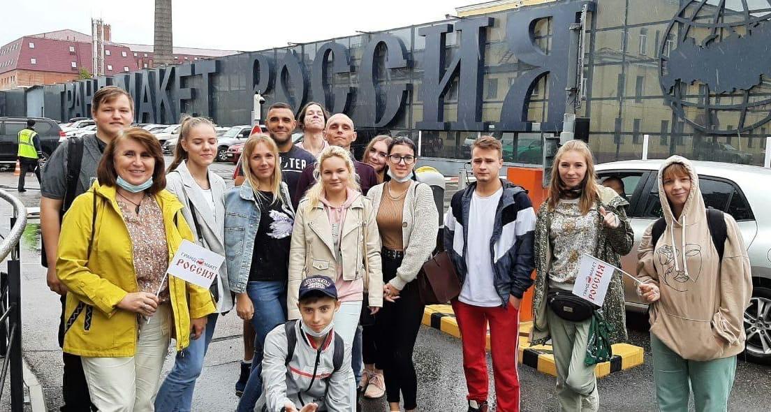 Сясьстройские волонтеры  посетили уникальную экспозицию