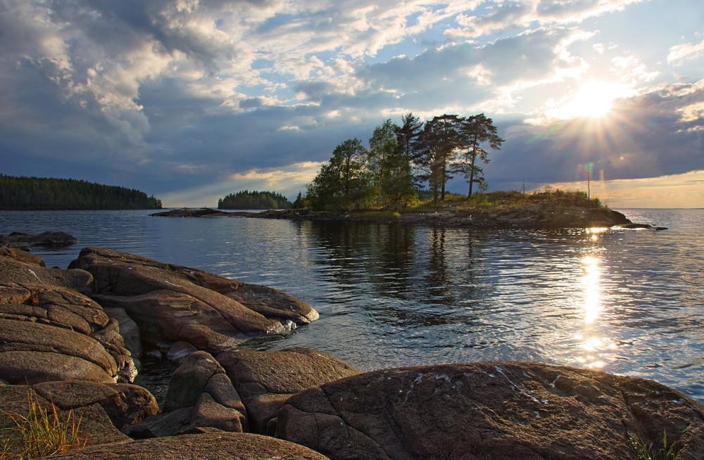 Трое рыбаков застряли на острове в Ладожском озере