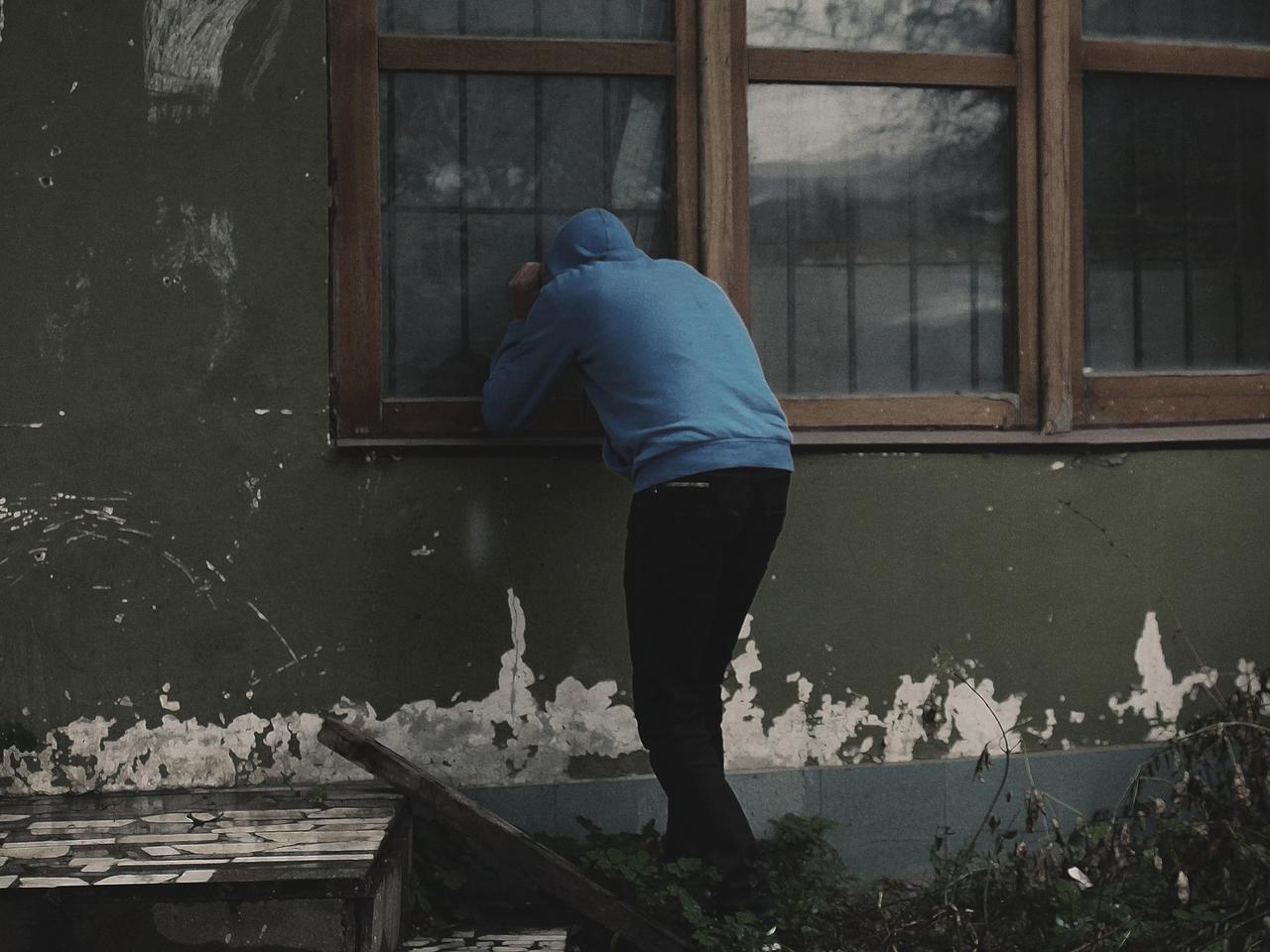 Штраф за подглядывания в чужие окна