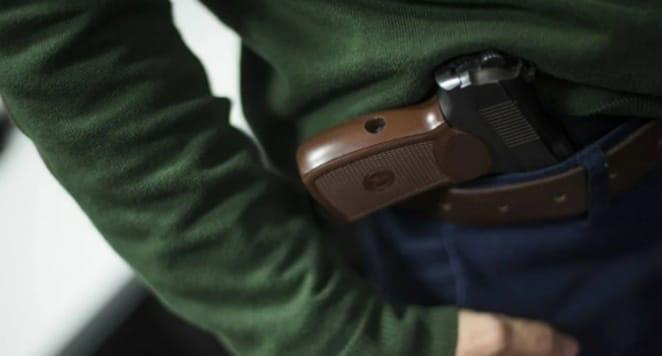 Мужчину с пистолетом обезвредили в Новой Ладоге