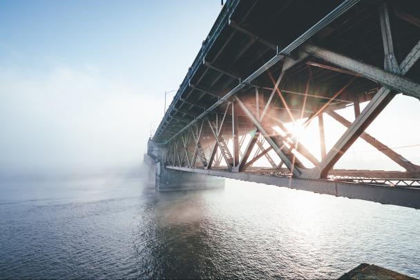 Работы на Ладожском мосту планируют закончить