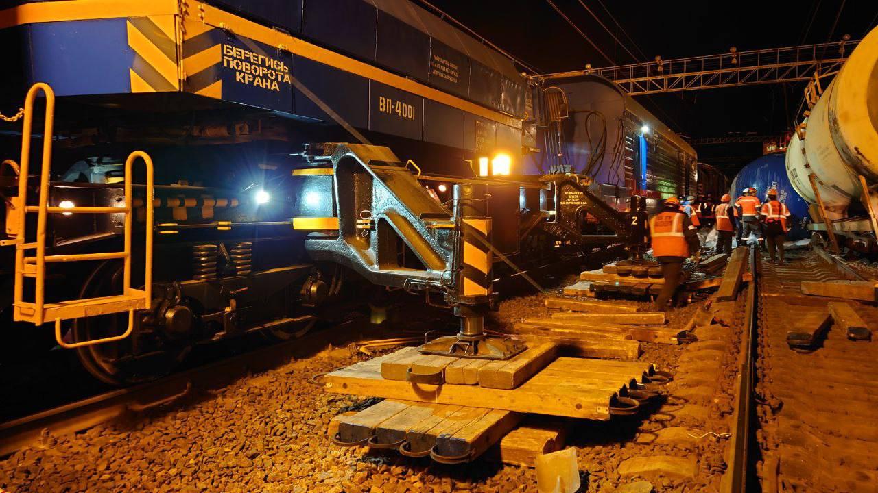 Пять грузовых вагонов в Ленобласти сошли с рельсов. Произошла утечка газа