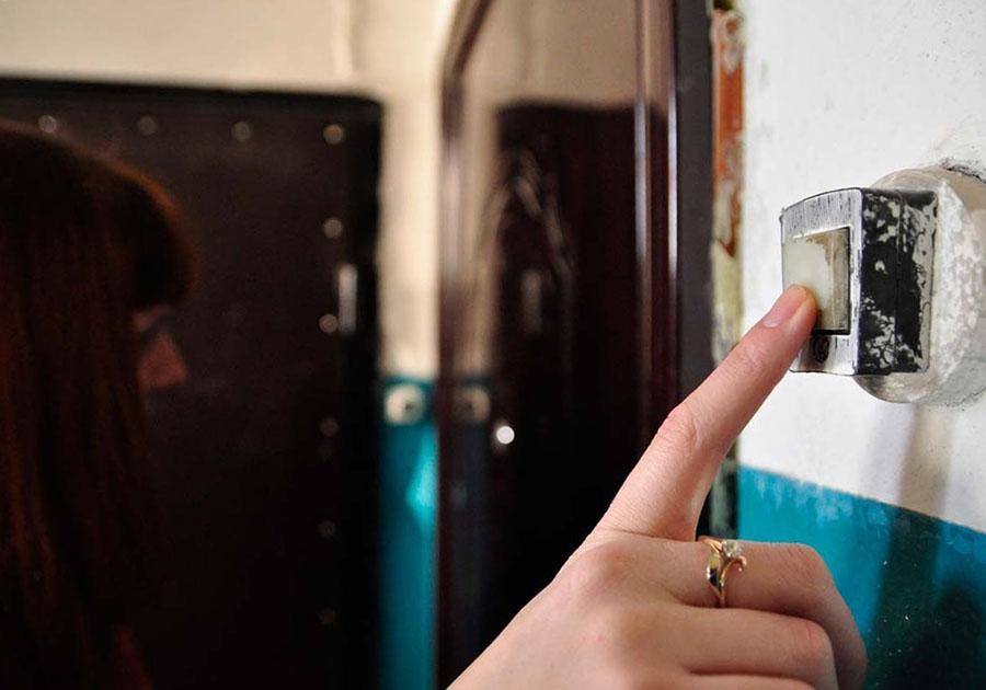 Пустила в дом незнакомку – осталась без денег