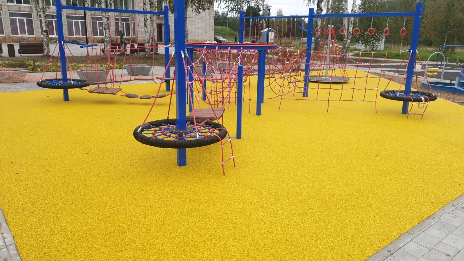 Детская площадка в Кисельне накануне сдачи в эксплуатацию